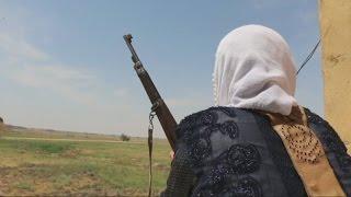 أخبار عربية   حيث لا يجرؤ #داعش.. عراقيات يسهرن الليل لحماية أطفالهن وقراهن