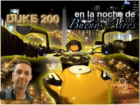 Ktm Duke 200 en la noche de Buenos Aires