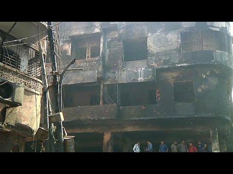 شاهد: المئات يصلون على أرواح ضحايا حريق بنغلادش  - نشر قبل 5 ساعة