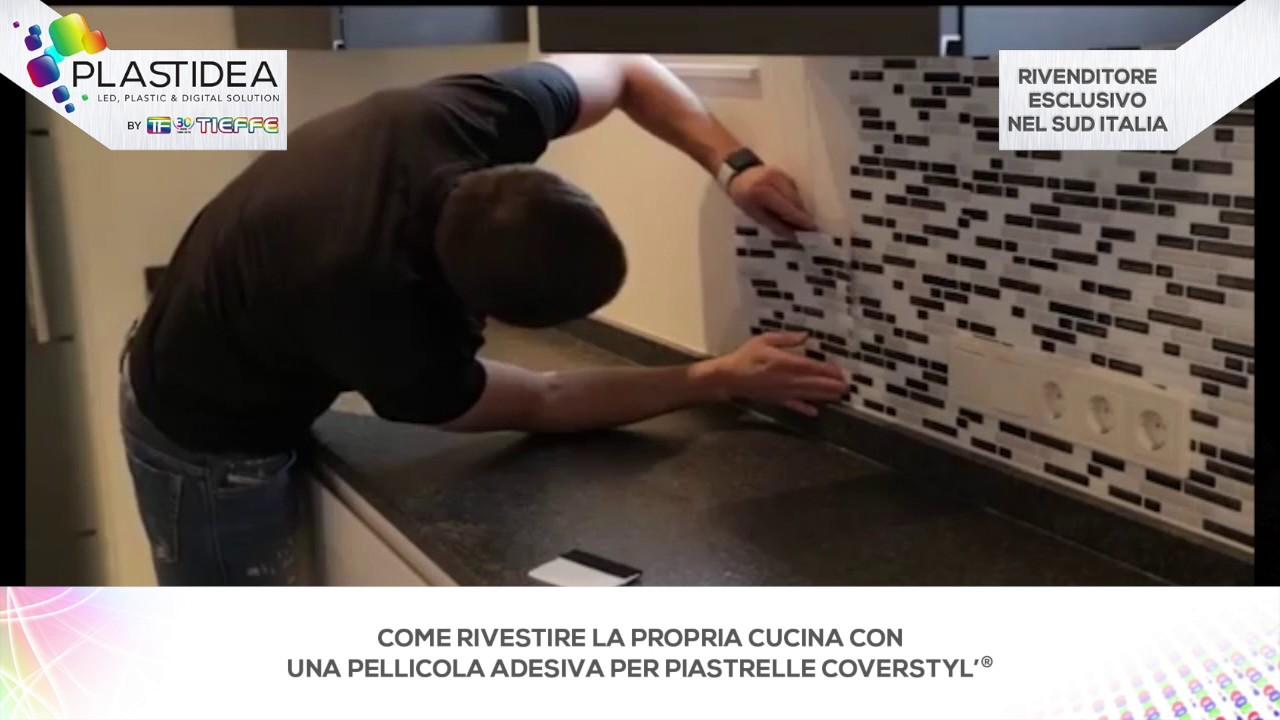 Come rinnovare il paraschizzi della cucina con coverstyl for Adesivi per mattonelle da cucina