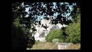 Амбуаз, Королевский замок, Франция. Amboise, Castle Amboise, France(Амбуаз - город на Луаре. Королевский замок Амбуаз и усадьба Шенонсо. В замке Кло-Люсе с 1515 по 1519 года жил..., 2013-08-31T20:50:05.000Z)