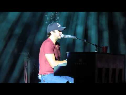 Luke Bryan on Piano Freestyling and performing Do I