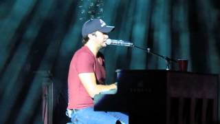 Luke Bryan on Piano Freestyling and performing Do I LIVE