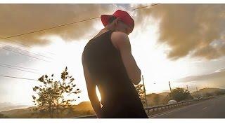 Смотреть клип Jon Z - Sigue Caminando