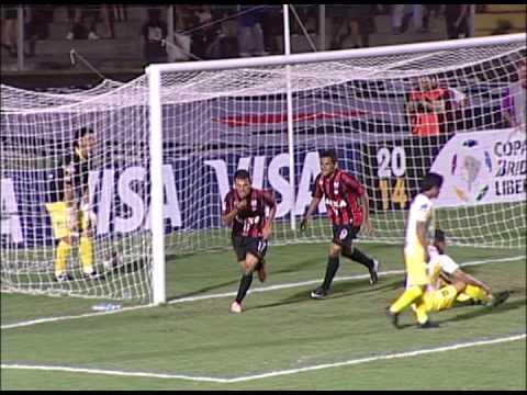 Estreia de Adriano Imperador no CAP - Atlético-PR 1x0 The Strongest - 13/02/2014