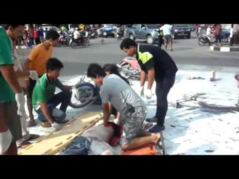 กำแพงเพชร อุบัติเหตุ รถพ่วงฝ่าไฟแดง ชนแหลก จยย.5คัน ตาย 4 เจ็บ 5