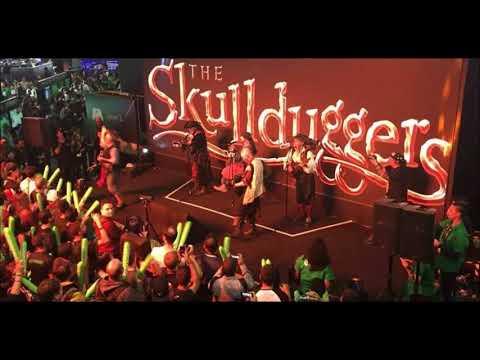 The Skullduggers - 10.000 MIles Away - Lyrics