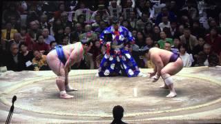 前日に今場所初めて土がついた大関琴奨菊。 優勝争いをリード、そして初...