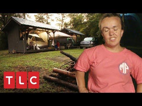 ¡A mamá Johnston no le gusta acampar! | Una gran familia | TLC Latinoamérica