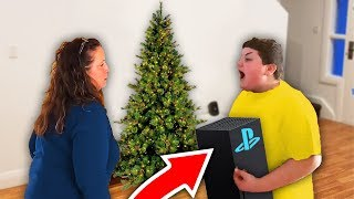 kid PUNCHES mom after getting FAKE PS5 for Christmas..