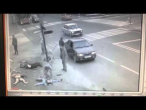 ДТП в Казани водитель мерседеса скрывается с места преступления