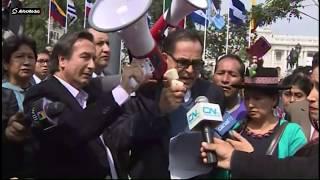 Maestros en huelga marchan hacia el Congreso