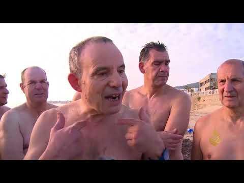 هذا الصباح-تونسيون يمارسون السباحة بالبحر خلال الشتاء