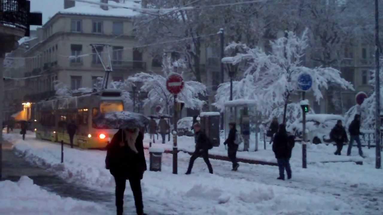 Super panique neige a saint etienne 20 novembre 2013 youtube - Piscine saint etienne de saint geoirs ...