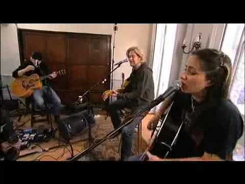KT Tunstall & Daryl Hall [Part 3 of 5] - Black Horse and a Cherry Tree [Live From Daryl's House]