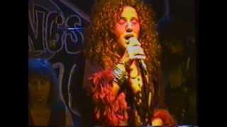 """Angel Forrest chante """"Half Moon"""" aux Beaux Esprits le 02 dec.1994"""
