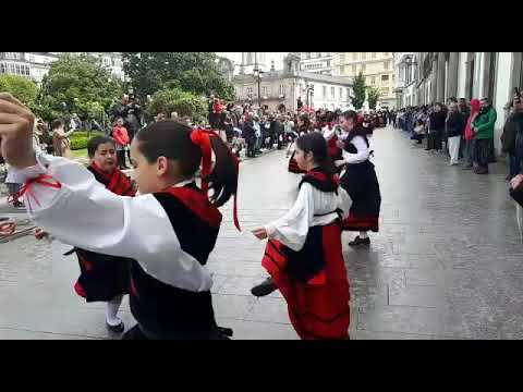 Baile na Praza Maior polo Día das Letras Galegas