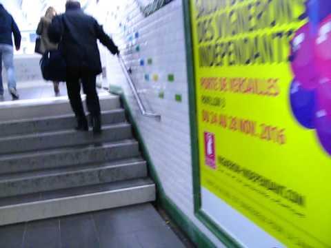 Dans la Station Porte de Versailles Ligne 12 du métro à Paris