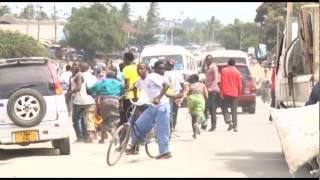 Wakazi wa Bunju wamevamia kituo cha polisi na kukichoma moto baada ya kugongwa mwanafunzi.