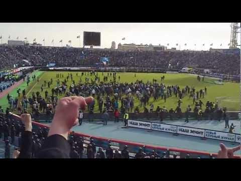 Зенит-Спартак 2-3 6.5.2012 43 тур Бомжи выбежали на поле