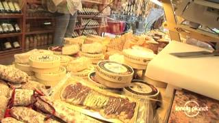 Paris: the capital of fine food - Lonely Planet travel video(Lonely Planet explores the French capital's obsession with food and wine, from ultra-budget canteens to Michelin-starred gourmet restaurants., 2012-12-10T11:51:20.000Z)