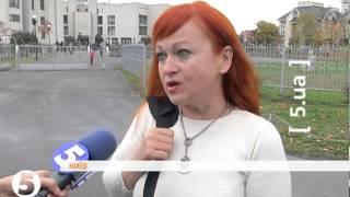 З дільниці Януковича силоміць вивели жінку, яка прийшла просити про особистий прийом
