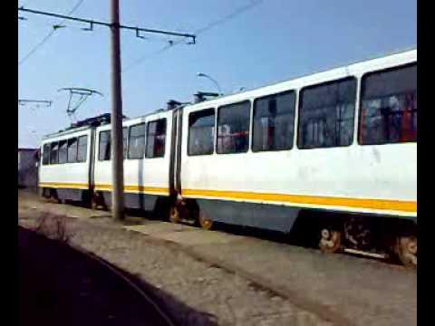 Urmarire RATB intre 2 tramvaie V3A93 la capatul liniei 20
