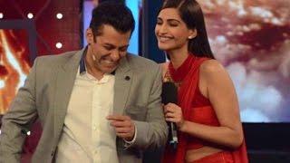 Salman Khan's & Sonam Kapoor's flight delayed | Bollywood News