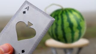 Experiment - Was richtet eine Metall Wurfkarte an einer Wassermelone an?
