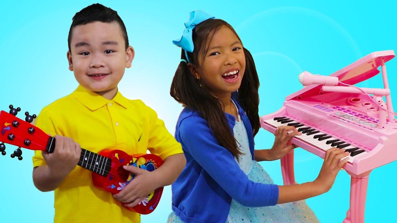 Wendy y Lyndon Compiten en Concurso de Música para Niños
