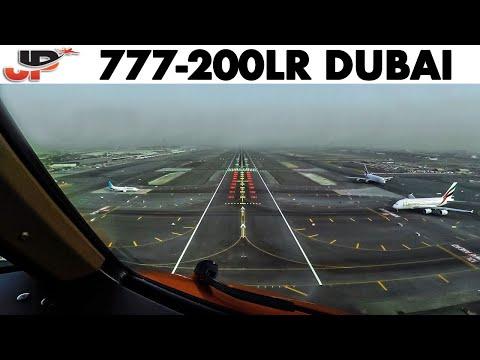 Pilotsview 777 into Dubai Airport Runway 12L