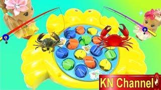 KN Channel Đồ chơi câu cá CON CUA KHỔNG LỒ cùng Bé Na và búp bê
