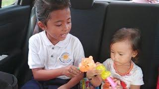 Vlog Menjemput  Shinta Pulang Sekolah dan shanti Minta Beli Mainan  Anak