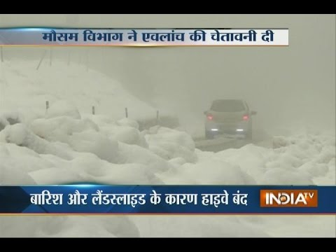 Heavy Snowfall Covers Kashmir, Highway Closed Due to Landslide