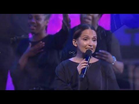 Alessandra Samadello Cantando um Medley com o grupo de Louvor da First Baptist Orlando