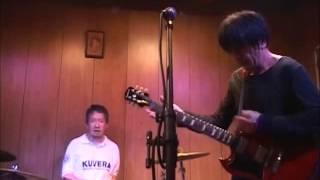 2013年9月21日 高円寺ペンギンハウスにて演奏。後期ザ・スラッヂの片岡...