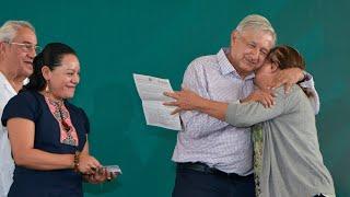 Presidente llama a elecciones limpias en Puebla; entrega 'Programas Integrales de Bienestar'
