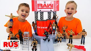 Влад и Никита играют с игрушками WWE