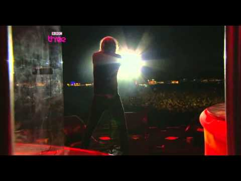 Kaiser Chiefs - Love's Not A Competition [But I'm Winning] live at Reading HD