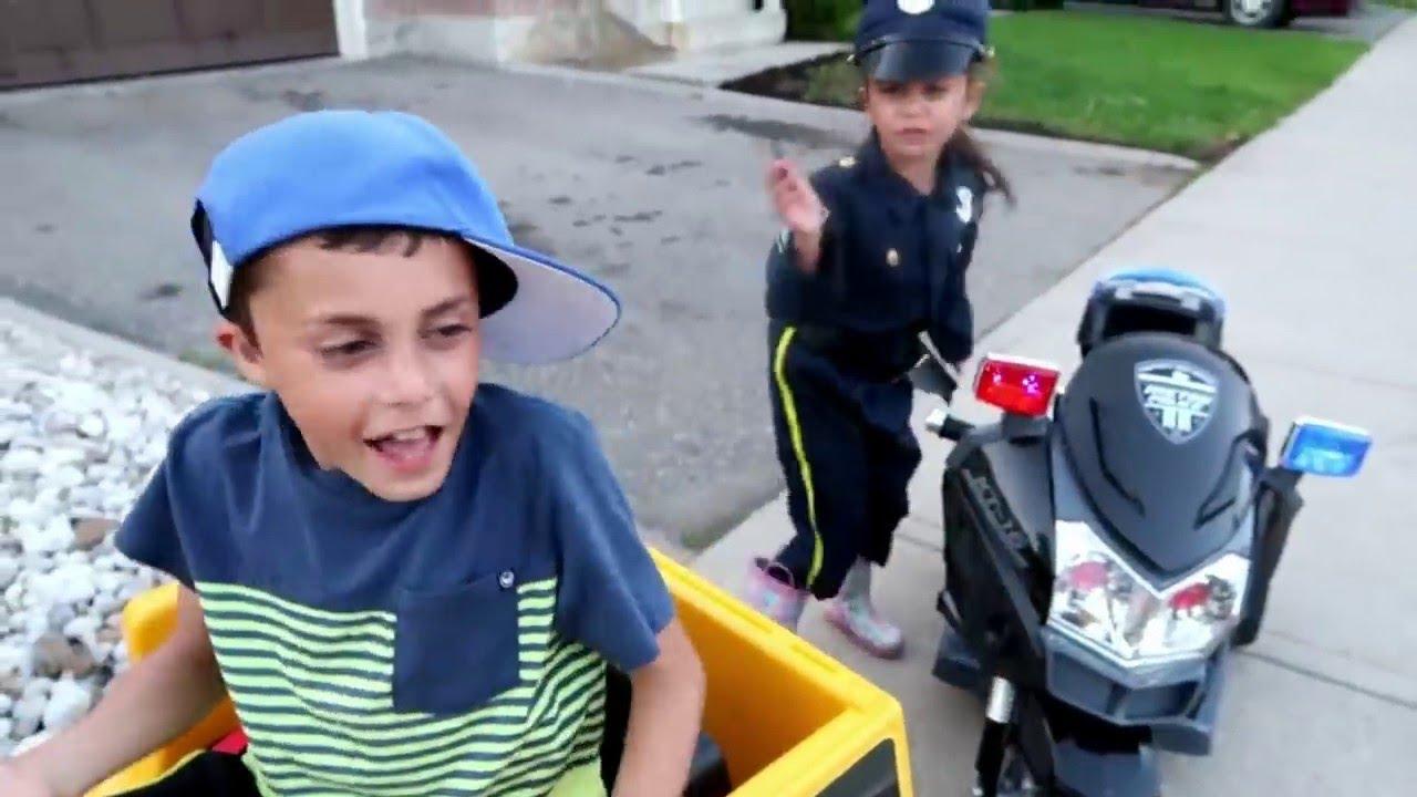 खिलौना स्पोर्ट्स कार और पुलिस कस्टम के साथ सवारी करें | police car| Heidi & Zidane