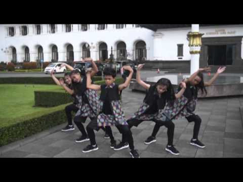 City Hunter Kidz Dance Crew Bandung - The Dance Icon 2 (Video Profile)