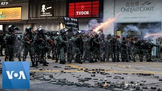 Hong Kong Protesters Defy Police with Unauthorized March