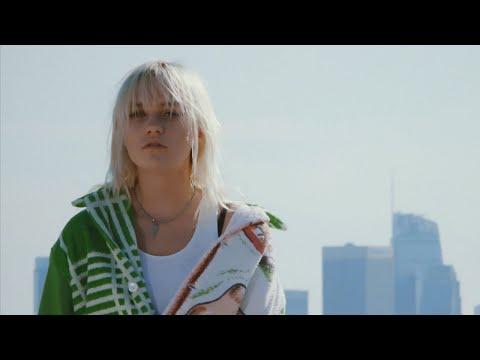 Смотреть клип Carlie Hanson - Off My Neck
