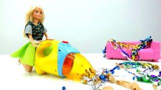 Видео для девочек: Барби делает уборку после вечеринки!