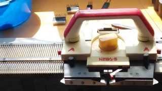 Вяжем на вязальной машине Нева 5 как заправить нить и провязать