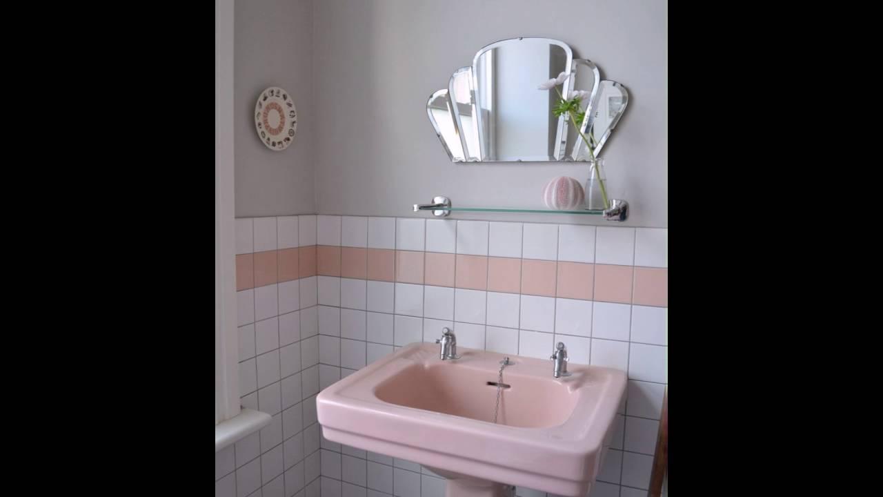 Rosa Sockel Waschbecken Im Retro Badezimmer