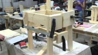 видео Деревянные тумбочки