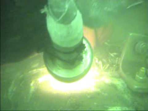 Underwater Mining_diver using lifting bag