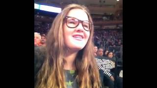 Kelly and her daughter go to the knick game