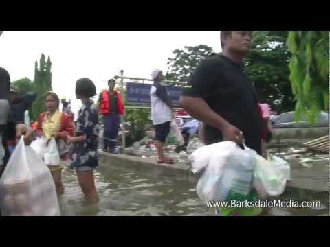 Ayutthaya, Thailand Flood Emergency, October 12th, 2011 Part 2